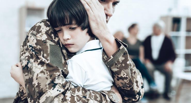 Гройсман: Зарплата военнослужащих выросла в 1,6 раза