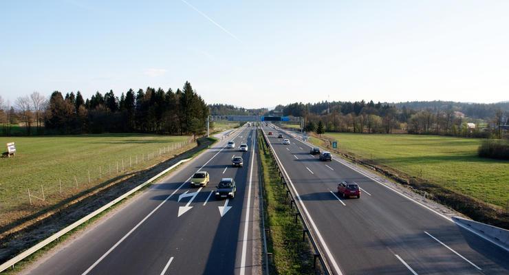 Омелян анонсировал строительство трех дорог за 3 миллиарда гривен