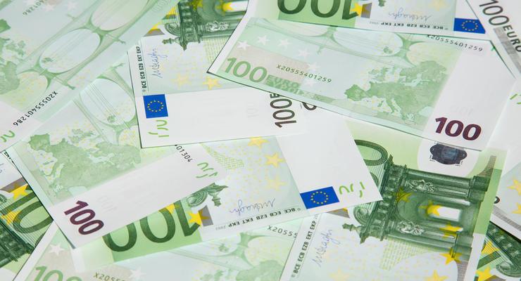 В странах ЕС вводят в обращение новые купюры в 100 и 200 евро