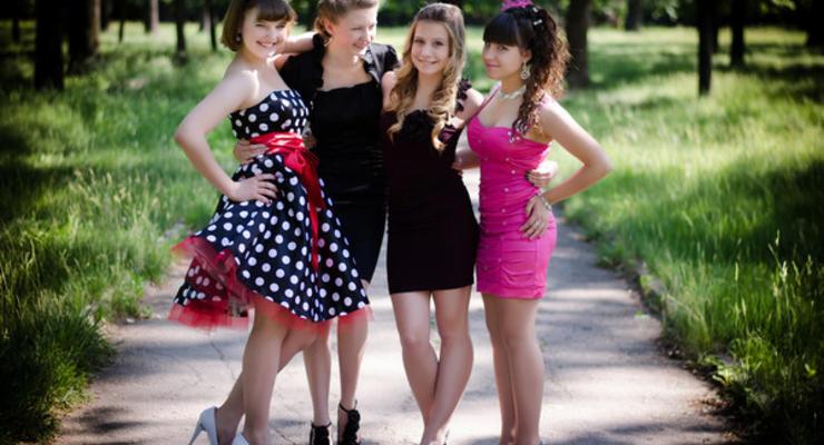 Платье и костюм: Сколько стоят наряды к выпускному-2019