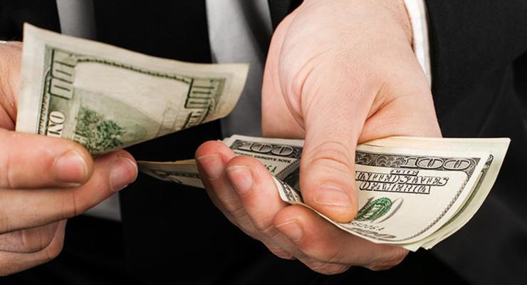 Украинцы забирают средства с гривневых депозитов