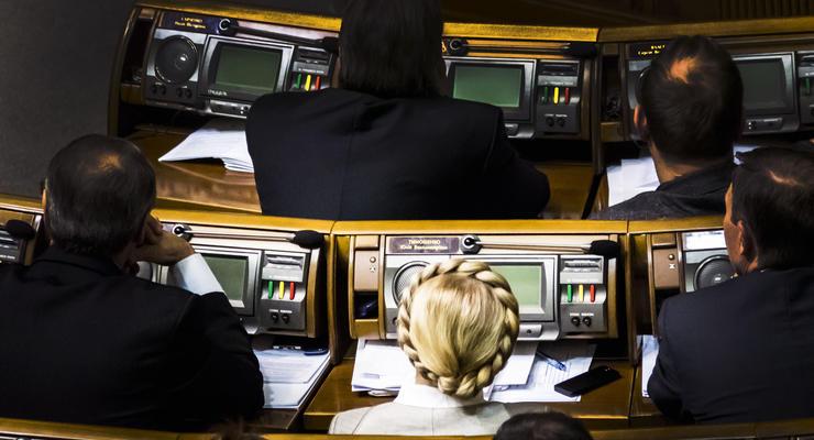 Руки рубить не будем: Нардепов хотят строго наказывать за кнопкодавство