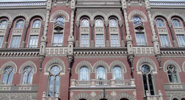НБУ резко сократил выкуп валюты на межбанке