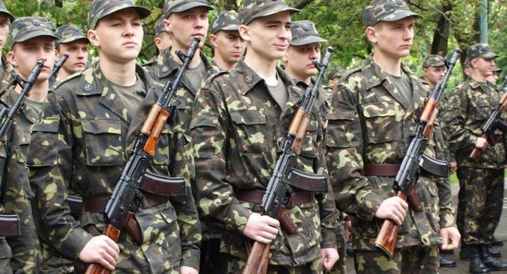 В Украине планируют отменить военный призыв