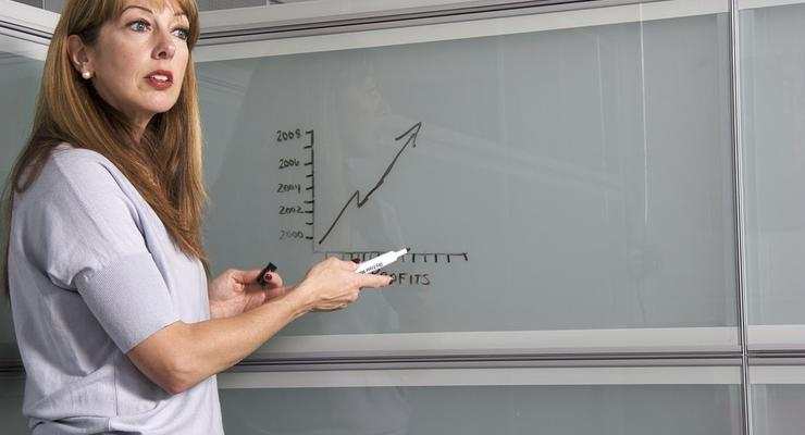 Стало известно, когда педагогам повысят зарплаты