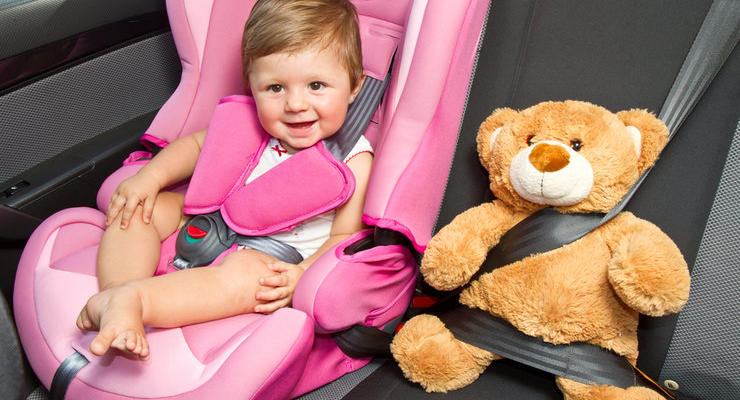 С сегодняшнего дня водителей будут штрафовать за перевозку детей без автокресел