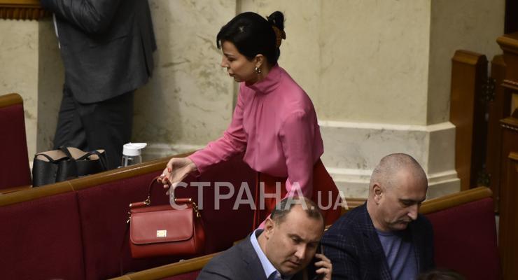 Нардеп засветила в Раде сумку за 35 тысяч гривен