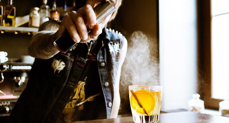 Сколько украинские семьи тратят на алкоголь