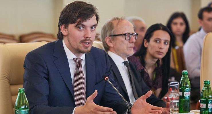 Гончарук признался, зачем регулярно проводит встречи с НБУ