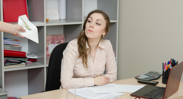 Работодателям придется переплачивать за офисных сотрудников