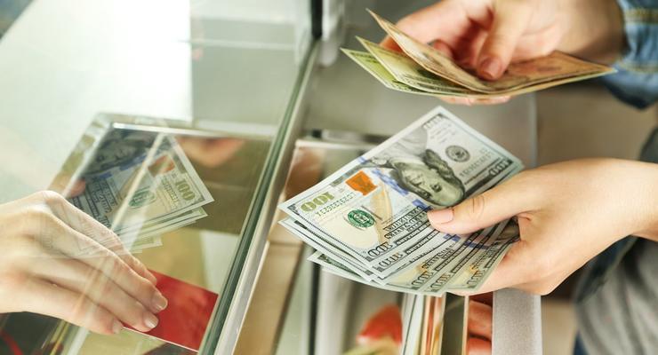 Как трудовому мигранту получить деньги на личный банковский счет