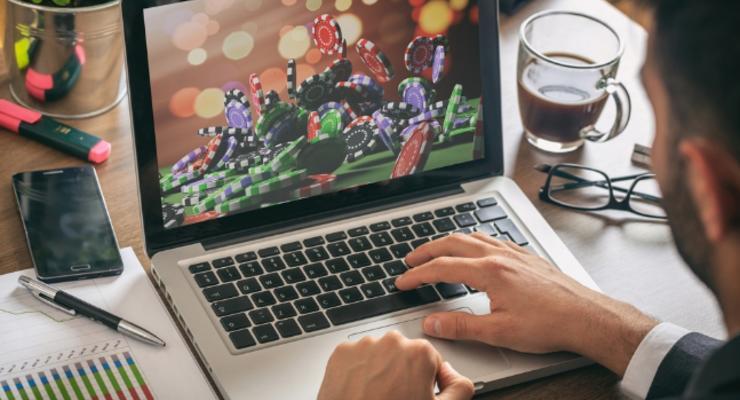 Суд запретил доступ к сайтам PariMatch, Favorit и других онлайн-казино