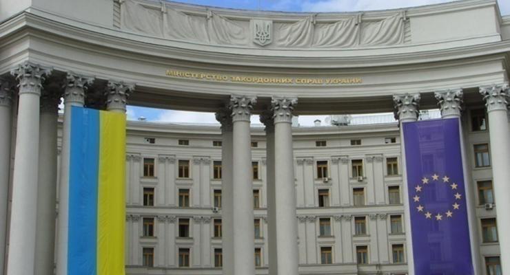 Украина приостановила выдачу виз