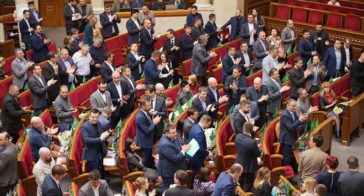 """""""Слуги народа"""" призвали не допустить дефолта"""