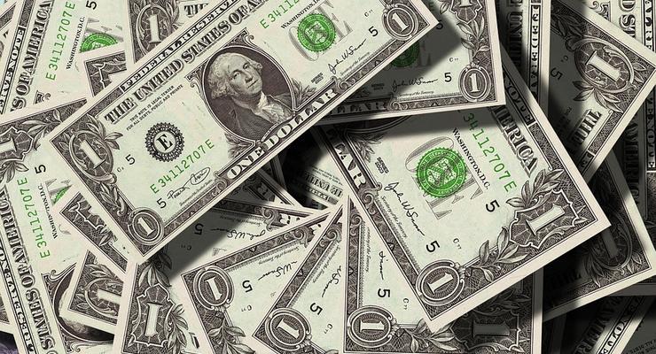 Украинцы в марте сократили продажу валюты и увеличили покупку