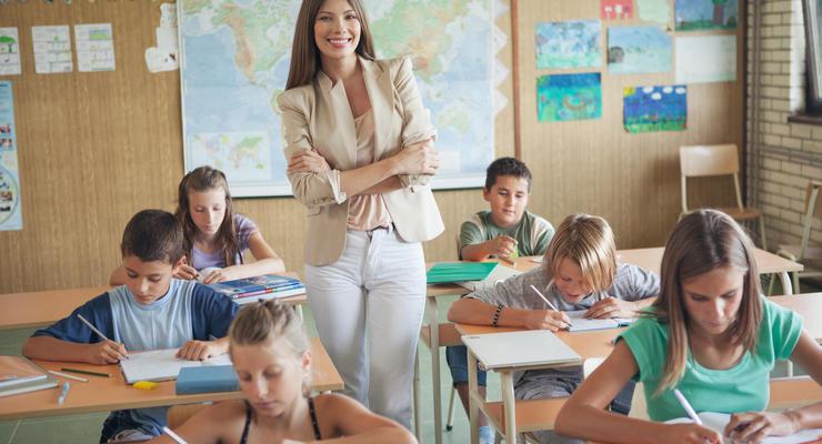 Учителя не получат обещанную 21 тысячу гривен