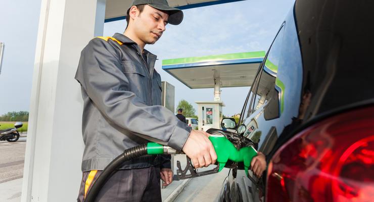 Бензин и дизтопливо подешевели на 60 коп за неделю