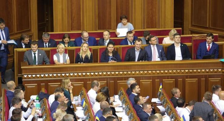 Около сорока нардепов обратились к премьер-министру с требованием уволить полицейского чиновника Михаила Банка