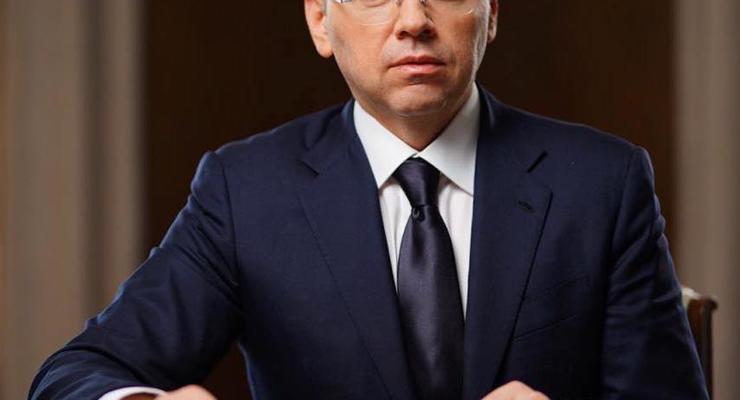 Украинским медикам обещают поднять зарплаты на 50%