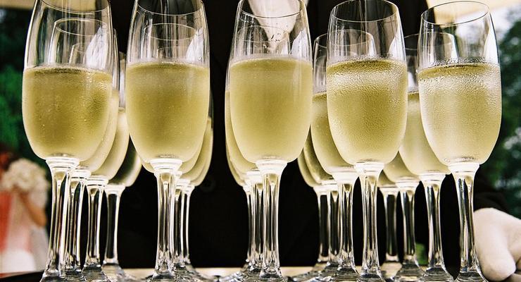 В каких городах Украины чаще всего пьют шампанское