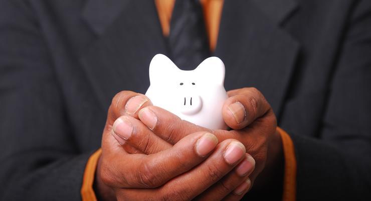 Почему банки слабо снижают доходность валютных депозитов