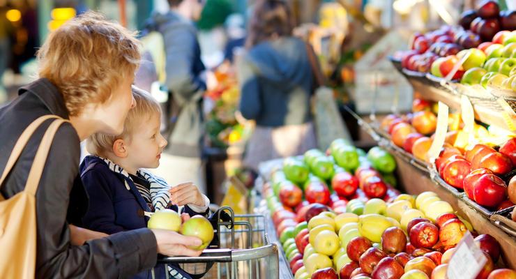 Почему существенная доля расходов украинцев уходит на еду - эксперт