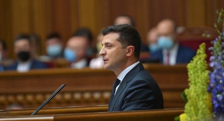 """Зеленский подписал закон о снижении """"зеленых"""" тарифов"""