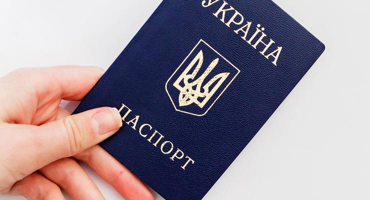Кабмин предложил ограничить срок действия паспорта-книжки