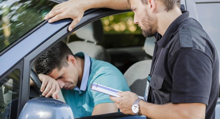 """Штрафы за нарушение ПДД: Законно ли штрафовать за невключенную """"аварийку"""""""
