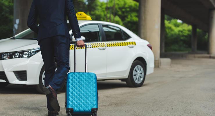 Мининфраструктуры: Таксистам Bolt, Uber, Uklon придется купить патент
