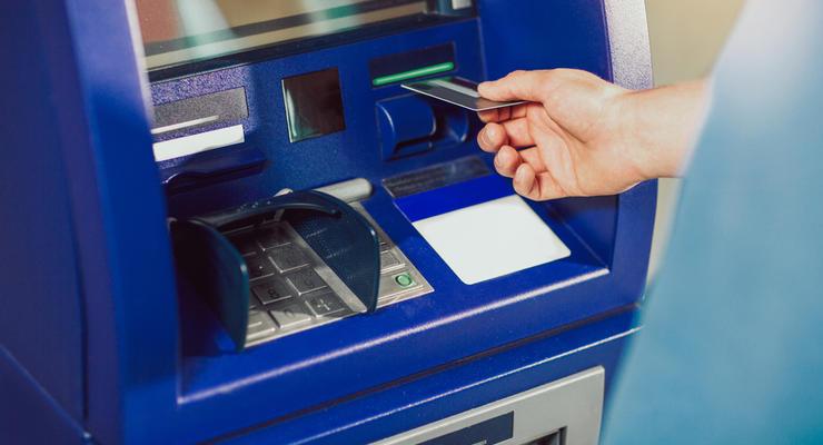 """Мошенники против банков: Как """"скимят"""" банкоматы в Украине"""