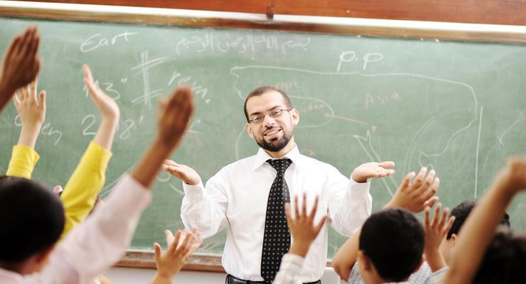 ФПУ: Кабмин планирует отменить повышение зарплат педагогов