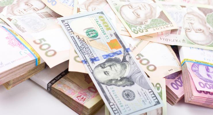 Покупка долларов населением достигла максимального уровня: Цифры