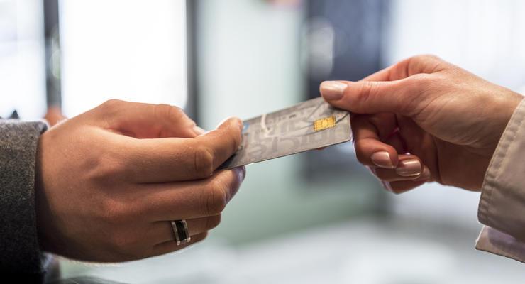 """Размер комиссии за кредитки хотят """"срезать"""": Что ожидает банки"""