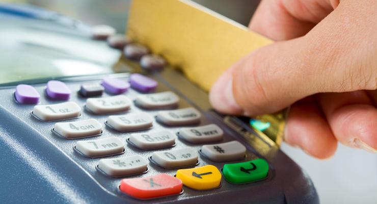 Украинцы стали больше платить онлайн и картами: Статистика
