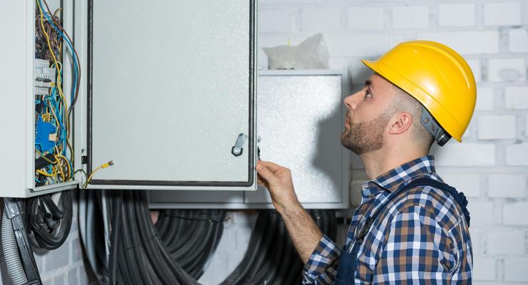 Процедуру подключения к электросетям упростили: Что изменилось