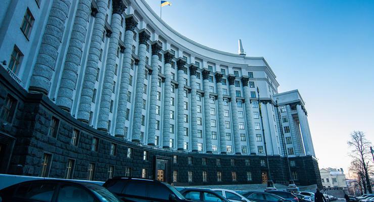 """Кабмин отобрал у Минздрава 61 млн грн для раковых больных и отдал """"Укравтодору"""""""