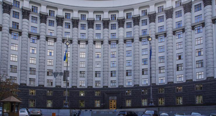 """В Кабмине объяснили передачу денег для онкобольных """"Укравтодору"""""""