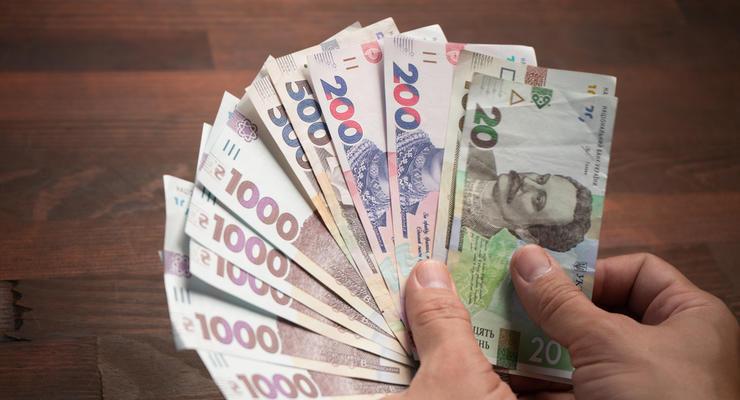 Украинцы перестали доверять сбережениям в национальной валюте