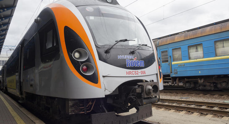 """""""Укрзализныця"""" назначила три дополнительных поезда к праздникам: Детали"""