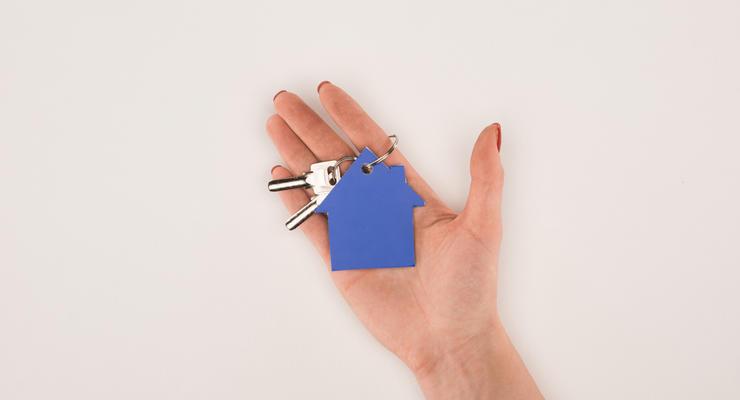 Сиротам после 23 лет разрешили получать жилье вне очереди: Что решила Рада