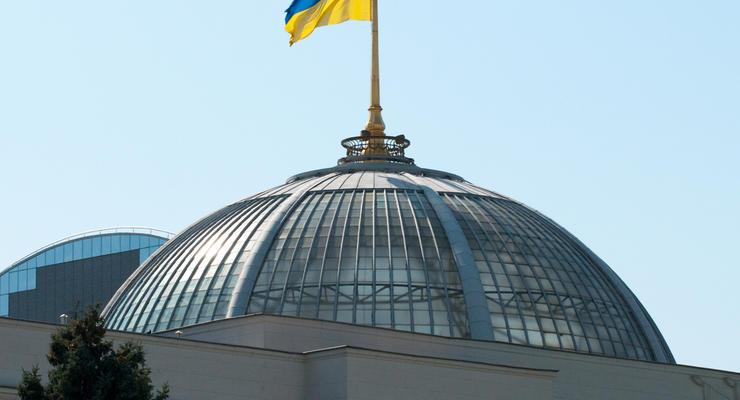Списание налогов, легализация криптовалют, реформа ЖКХ: Что нового приняла Рада