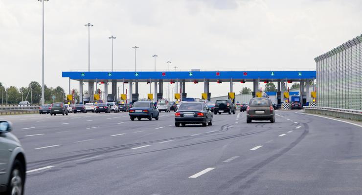 Почем километр: Кабмин утвердил тарифы на проезд по платным дорогам