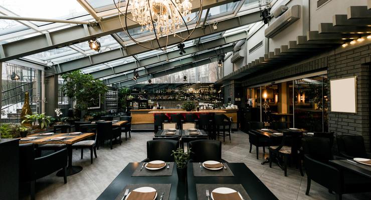 КМУ разрешил ресторанам и кафе работать всю ночь в Новый год