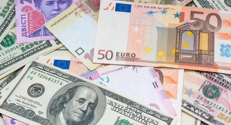 Сколько валюты продали и купили украинцы в течение 2020 года: Инфографика