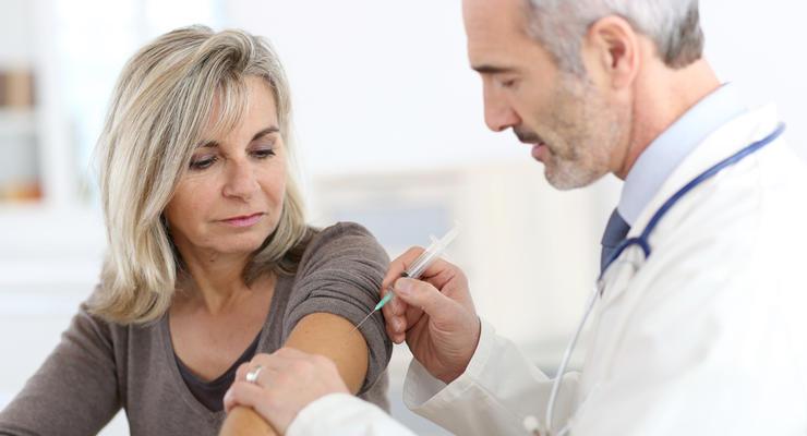 Вакцинация в Украине начнется не раньше 15 февраля - главный санврач