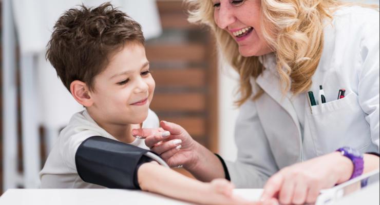 Медикам в школах доплатят по тысяче гривен - Кабмин