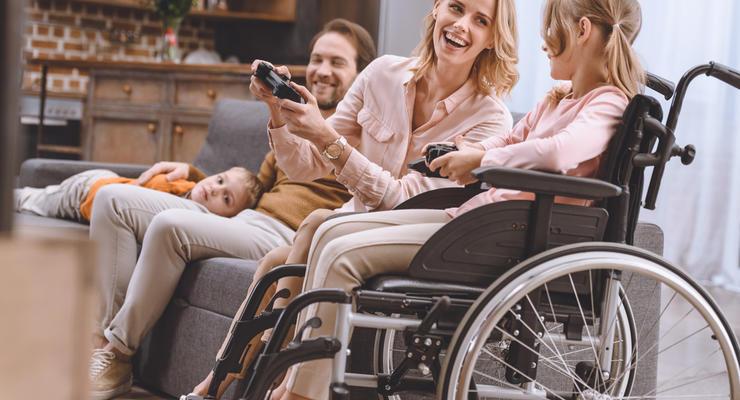 В Украине повысили надбавки на уход за лицами с инвалидностью