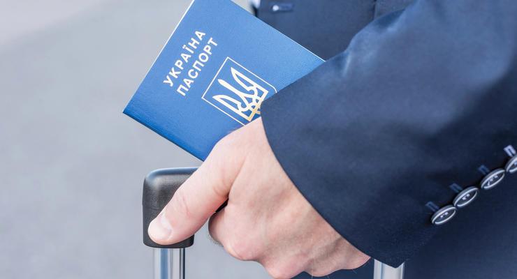 Украина станет первой страной, где е-паспорта будут наравне с бумажными