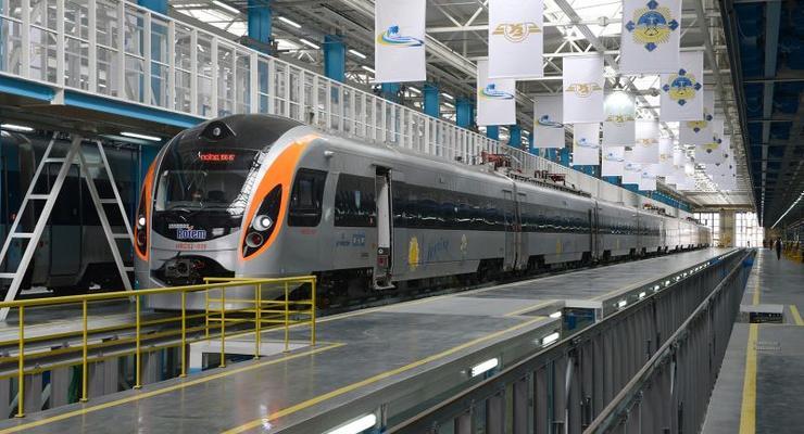 """В пассажирских поездах """"Укрзализныци"""" появится Wi-Fi"""